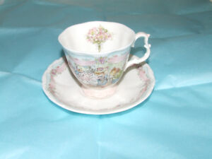 THE WEDDING TEA CUP AND SAUCER - BRAMBLY HEDGE ROYAL DOULTON - 1