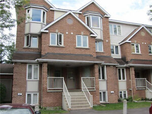 WELL MAINTAINED 2 BED 2 BATH CONDO - HUNT CLUB