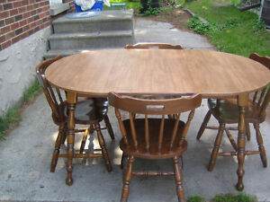 Free wood kitchen table with 4 chairs