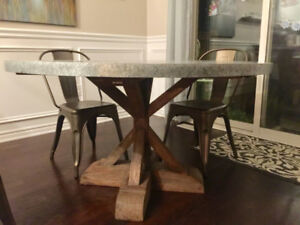 54' diameter industrial dining table. Good condition Milton Pick