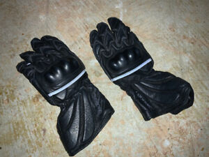 MOTORCYCLE GLAVES FOR WOMEN