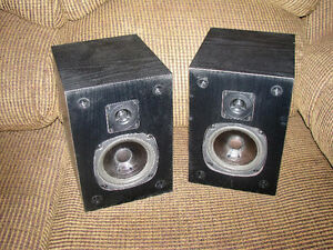 Pair of Bookshelf Satellite Wired Speakers  Made by Acoustech