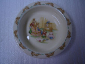 Vintage Bunnykins Rimmed Bowl - Family Watching TV