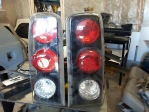 Cadillac 2005 tail lights