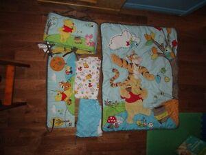 Ensemble de drap-douillette Winnie the Pooh pour bassinette