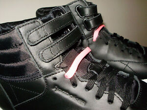 REEBOK  HI MINI BLACK & WHITE WITH 2 PAIRS OF LACES PINK & BLACK West Island Greater Montréal image 2