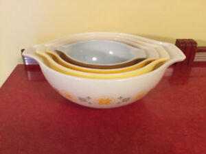 """Vintage Pyrex Cinderella Style Bowls """" Town and Country"""""""