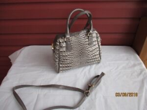 Lovely Shun Shan NA Purse with strap--New!