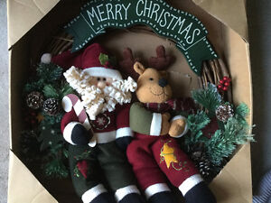 BRAND NEW LARGE PLUSH WOODEN CHRISTMAS WREATH