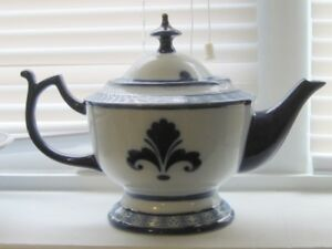 Set of blue  and white cream and sugar bowl and tea pot