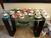 COLLECTION: Cups and saucers / Tasses et soucoupes  Crown Essex