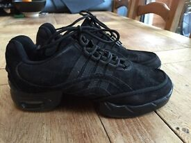 Girl's Dancing Shoes Size 6