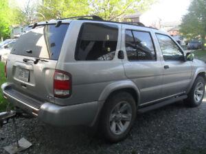 2003 Nissan Pathfinder toit ouvrant VUS