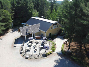 STUNNING BUILDING IN MUSKOKA FOR YOUR BUSINESS