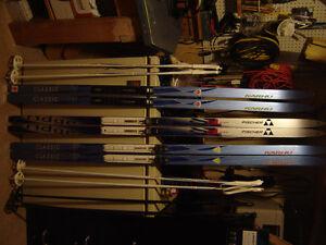 3 paires de ski de fond Kharu et Fisher