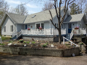 Lovely waterfront home only 4 minutes from downtown Perth