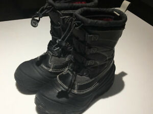 LIKE NEW!LIKE NEW! BOYS NORTH FACE BOOTS SIZE 1 YOUTH