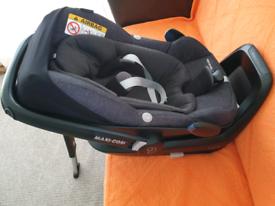 Maxi-Cosi Pebble Plus i-Size Car Seat with 2Wayfix Base Isofix
