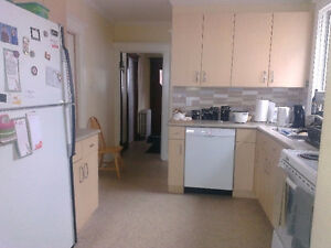 Pretty Uptown home needs 5 happy students for May! Kitchener / Waterloo Kitchener Area image 4