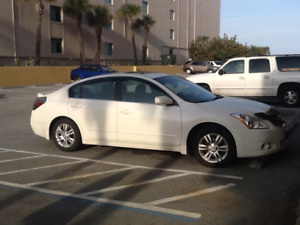 2011 Nissan Altima.Special Edition fully loaded..winters Florida