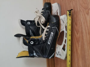 Bauer s160 Hockey Skates Youth Size 2