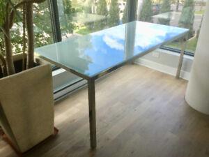 Glass table for 6-8 people - Table  en verre pour 6-8 personnes
