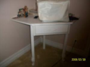 white corner desk with 1 drawer Cambridge Kitchener Area image 1