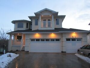 Executive Home In Golf Course By West Edmonton Mall