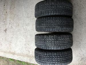 4 pneus Firestonne Winterforce 205/55R16 avec rims.