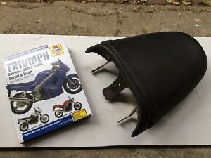Triumph speed triple seat and manual