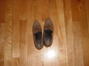 Sophie Heeled Shoes NEW Size 7 (Tan) Tradition brand, NEW