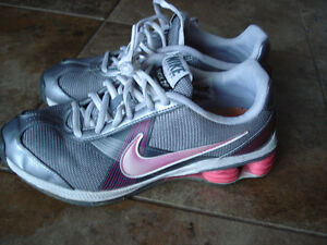 Nike Shox size 6.5 women or 4.5 youth London Ontario image 4