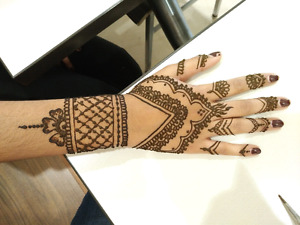 Looking for a Henna/Tattoo Artist?