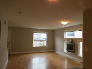1 month FREE. Spacious 3 level townhouse in Windsor Park