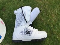 DC Snowboard Boots Almost New Used Only Once UK Size 7