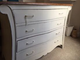 Chest of drawers / dresser - shabby chic