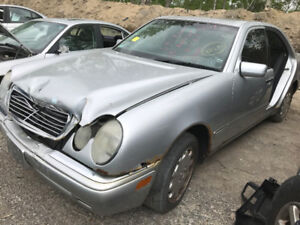 1999 Mercedes Benz E320  ** FOR PARTS ** INSIDE & OUTSIDE **