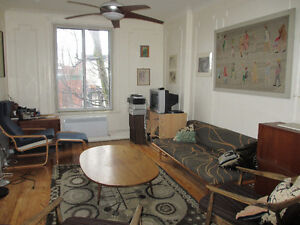 CLASSIC, SUNNY FURNISHED MILE-END APARTMENT