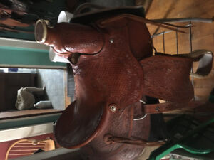 Barely used saddle forsale