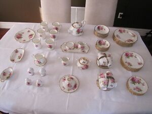 Royal Albert American Beauty Bone China Set (80 Pieces)