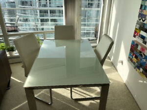 Expandable Modern Glass table