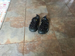 KEEN sport shoes,  size 8. LADIES or teen