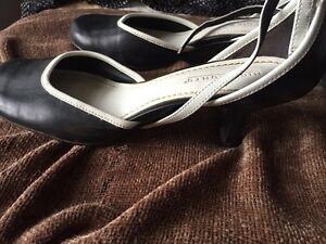 Shoes - women's size 7 Peterborough Peterborough Area image 3