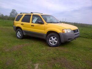 1600$ Ford Escape 2002 4x4 manuelle 5 vitesses pneu hors route