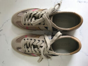 Burberry Men's shoes ***brand NEW***size 8