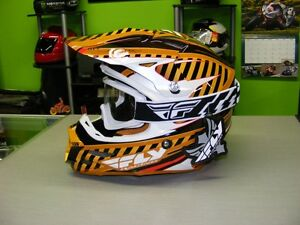 Fly Racing F2 Carbon Helmet - Small - FREE Goggles at RE-GEAR Kingston Kingston Area image 2