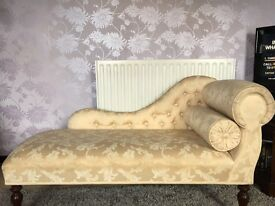Chaise Lounge, beautiful condition.