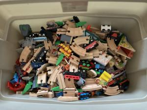 Jeu de trains en bois pour enfant