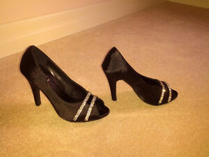 Suzy black pumps, size 6-7 Kitchener / Waterloo Kitchener Area image 2