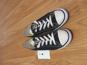 Brand New Navy Converse Size 7